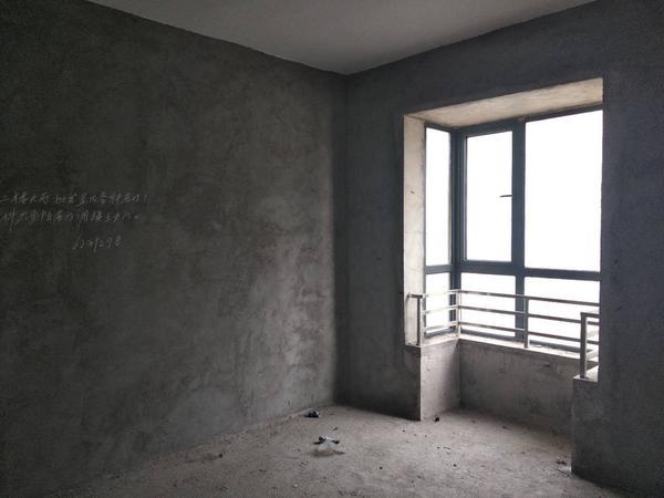 城东次新小区 电梯毛坯房 单价4800